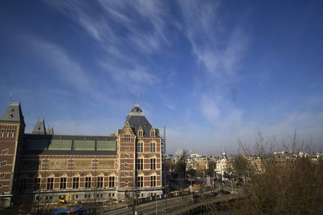 Fantasie op Amsterdam (1944), vanuit atelier Carel Willink op de Ruydaelkade 15 (foto)
