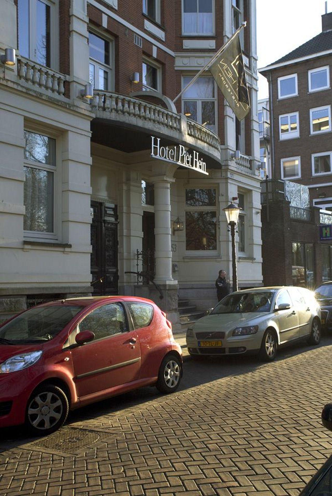 Het gele huis (1934), hotel Piet Hein, Vossiusstraat 51-53 (foto)